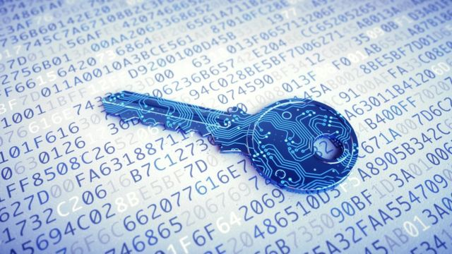 Ilustración de una llave rodeada de datos digitales.