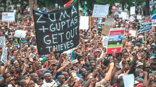 Ces centaines de milliers d'emails révèlent notamment que plusieurs ministres ont voyagé aux frais des Gupta.