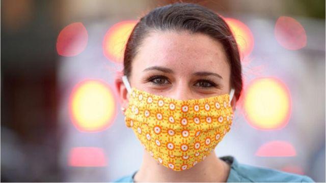 口罩短缺之下,人們開始自製口罩