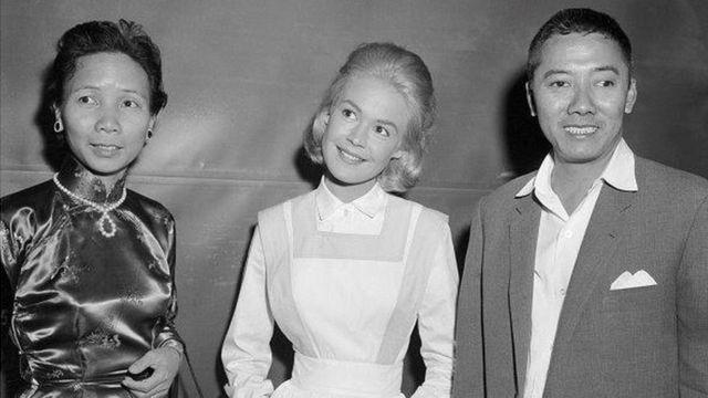 Đại tá Phạm Ngọc Thảo cùng vợ và diễn viên Sandra Dee, tại Universal Studio