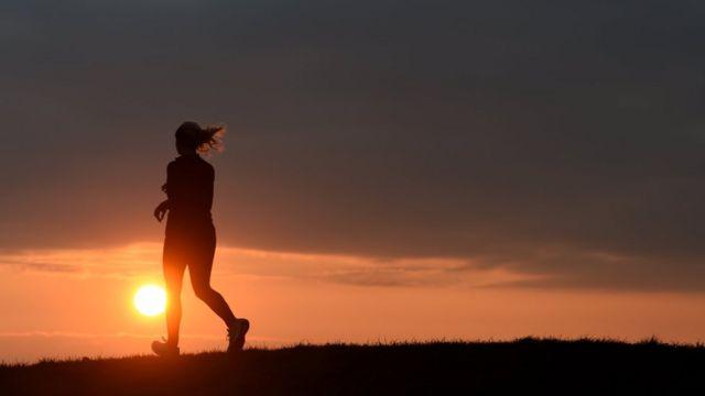Пробіжка на заході сонця