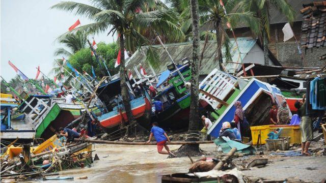 सुनामी से तबाही