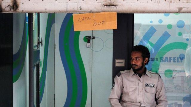 चंडीगढ़ के एक एटीएम में कैश ने होने की सूचना देता बोर्ड.