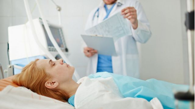 Mujer en coma