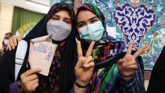 иранки на избирательном участке
