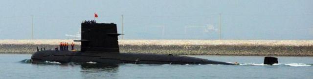 Tàu ngầm Trung Quốc: Hiện Trung Quốc có một căn cứ tàu ngầm ở Tam Á, trên đảo Hải Nam để kiểm soát Biển Đông.