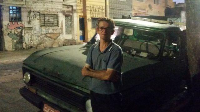O carroceiro Arivaldo Emboava