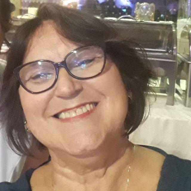 Suzane de Castro, de 60 anos, descobriu que estava com câncer em 2016