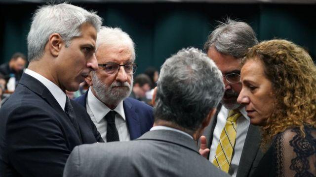 Deputados de oposição na CCJ