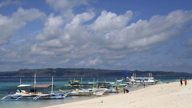 ボラカイ島は内外の観光客に人気だ