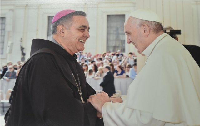 Obispo Salvador Rangel con el papa Francisco.
