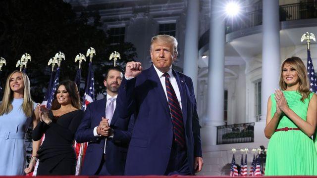 特朗普和家人在白宫外