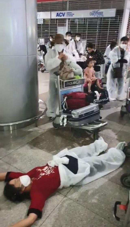 Người Việt từ Hàn về nước bị buộc cách ly _114693734_cachly1