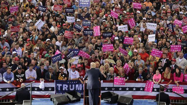 Dan takarar jam'iyyar Republican Donald Trump ya hada gagarumin yakin neman zabe a dandalin J.S. Dorton ranar bakwai ga watan Nuwamba, 2016 in Raleigh, a North Carolina