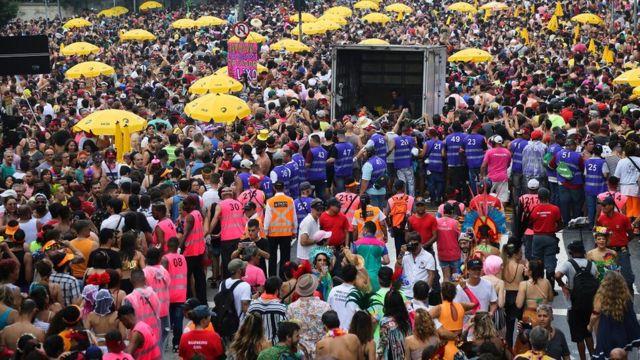 Miles de personas en Sao Paulo.