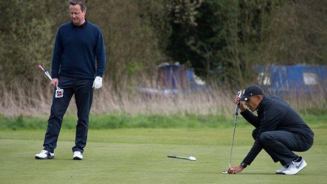 ديفيد كاميرون وباراك أوباما يلعبان الجولف بالقرب من واتفورد ، إنجلترا في 23 أبريل 2016