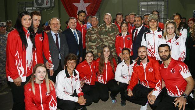 تعدادی از ورزشکاران ترکیه هم رئیس جمهور ترکیه را در سفر به حاتای همراهی کردند