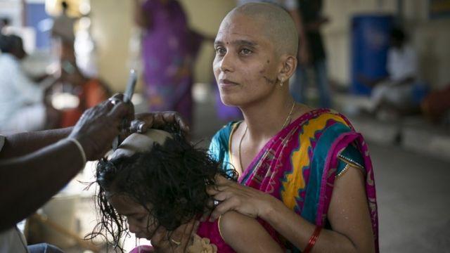 तमिलनाडु से होने वाले बालों के निर्यात में एक चौथाई मंदिरों में किए केश दान से आता है.