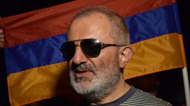 "Алек Енигомшян, член секретариата ""Учредительного парламента"""