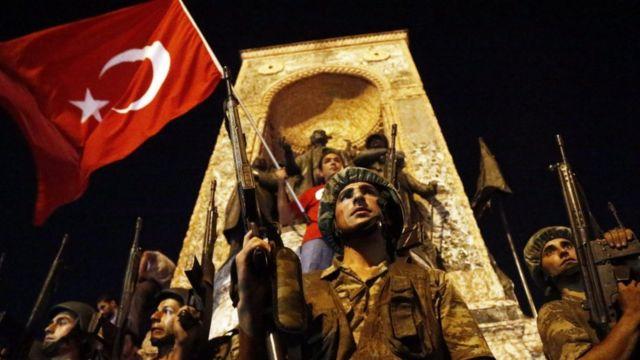 Soldados em praça turca