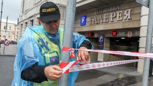 """Эвакуация посетителей торгового центра """"Галерея"""" в Петербурге 14 сентября"""