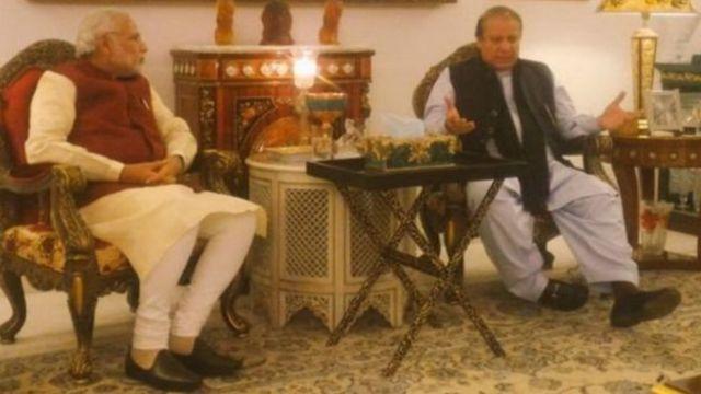भारत के प्रधानमंत्री नरेंद्र मोदी और पाकिस्तान के प्रधानमंत्री नवाज़ शरीफ़