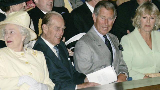 Гости принца Уильяма на церемонии вручения дипломов в Сент-Эндрюсском университете: королева Елизавета II, принц Филипп, принц Чарльз и герцогиня Корнуоллская Камилла