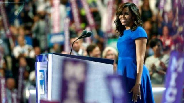 民主党全国大会で演説するミシェル・オバマ夫人(25日、フィラデルフィア)