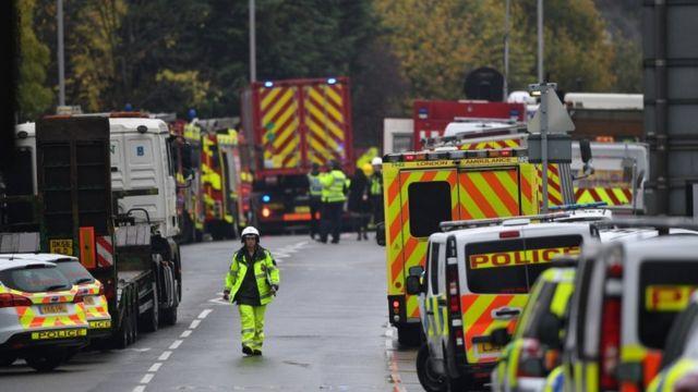 現場には数十台の緊急車両が急行した