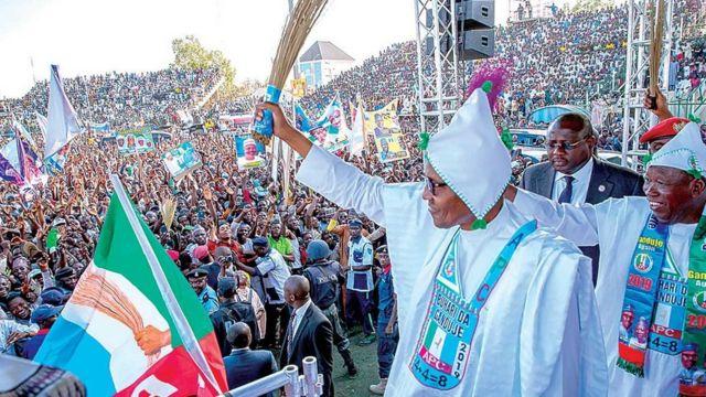 Shugaba Buhari yayin yain neman zaben 2019 a Kano