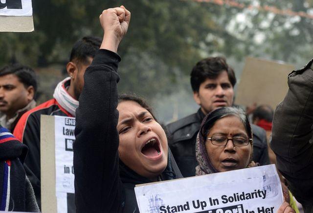 Mujeres protestan por violaciones en India