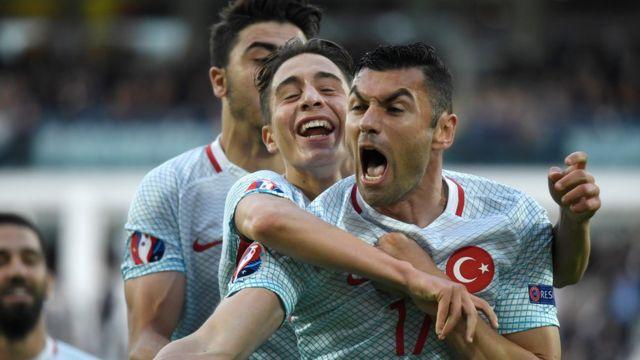 Yilmaz anotó el primero de Turquía, pero no fue suficiente para avanzar a octavos de final.
