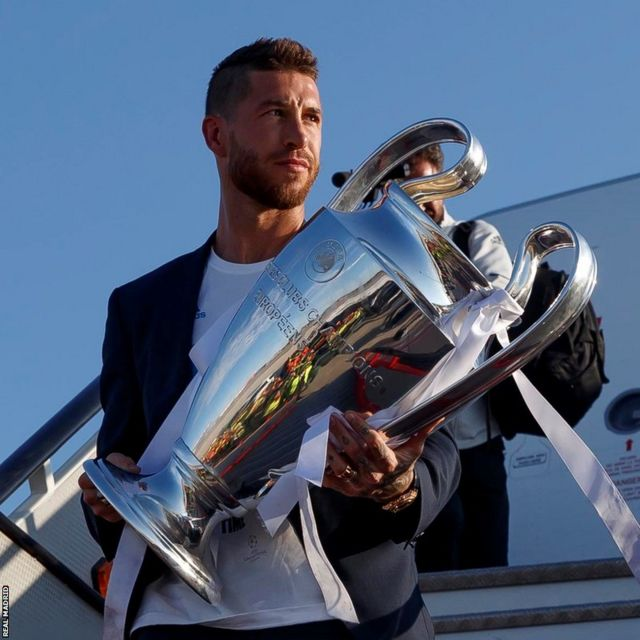 Sergio Ramos gets off the plane clutching the Champions League trophy