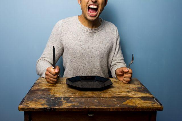 человек с пустой тарелкой