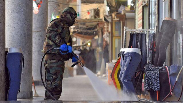 ضدعفونی خیابان های شهر نجف در عراق