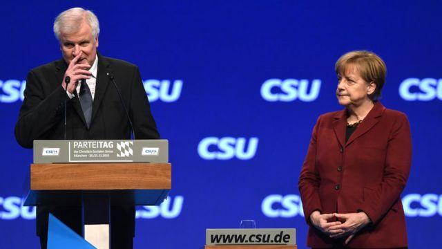 Seehofer y Merkel.
