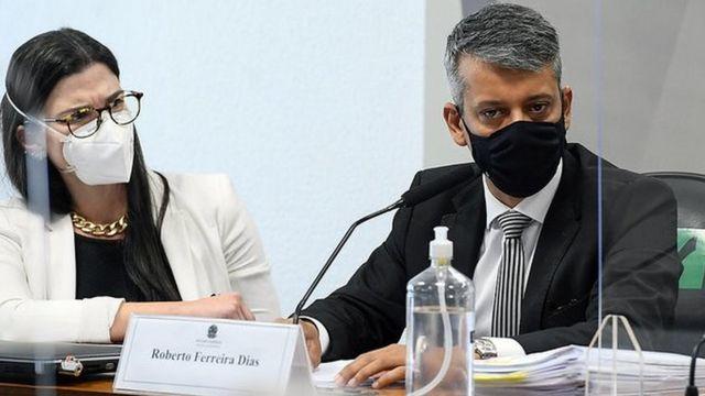 Roberto Dias ao lado de sua advogada na CPI