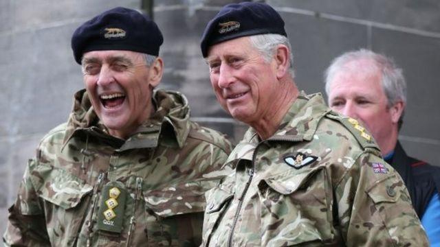 ウェストミンスター公爵(左)とチャールズ英皇太子
