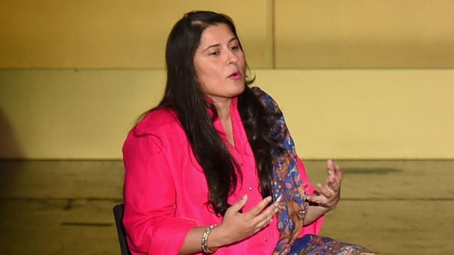 شرمین عبید کے مطابق ان کی بہن ہسپتال میں اپنے طبی معائنے کے لیے گئی تھیں جہاں ان کے ڈاکٹر نے بعد میں انھیں فیس بک دوست بننے کی پیشکش بھیج دی۔