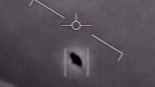 Кадр видео, снятого пилотами ВМФ США