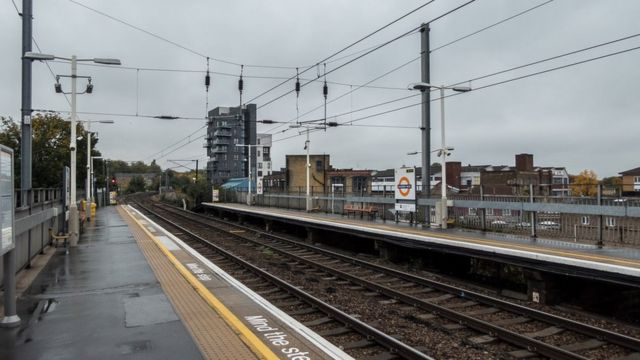 Men found dead on Hackney Wick line 'had been on freight train'