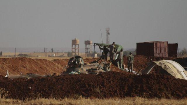 """جنود أتراك مشاركون في عملية """"درع الفرات"""" داخل سوريا"""