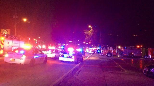 乱射被害に遭ったナイトクラブの外の様子。オーランド警察提供。