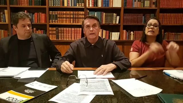 Bolsonaro em live no Facebook