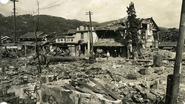 Destruição da cidade de Hiroshima, no Japão, pela bomba atômica durante a 2ª Guerra