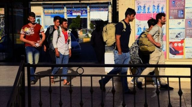 کاسته شدن از ارزش پول ایران هزاران مهاجر افغان مقیم آن کشور را مجبور کرد به وطن برگردند