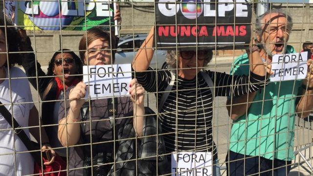 Protestos do lado de fora do Parque Olímpico