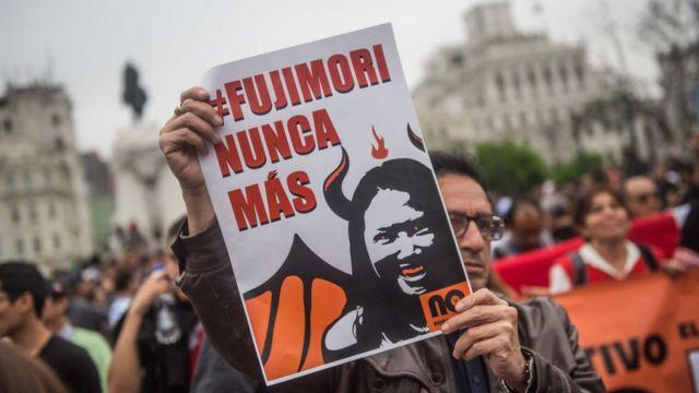 """Pancarta que dice: """"Fujimori nunca más"""""""