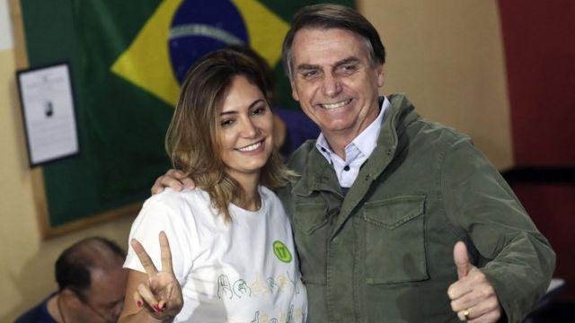 Jair Bolsonaro ve eşi Michelle.