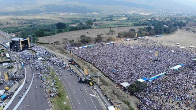 Buổi hòa nhạc của tỉ phú Richard Branson kêu gọi gây quỹ tiếp tế cho Venezuela, buổi hòa nhạc có sự xuất hiện của Tổng thống lâm thời Juan Guaidó